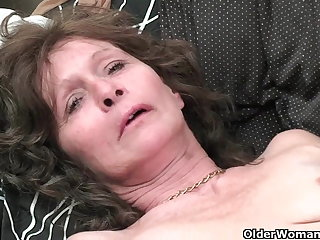 Granny with saggy tits and queasy pussy masturbates