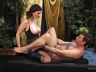 Pussy licking and facesitting are be transferred to best things be beneficial to horny Cherry Torn
