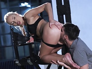 Footjob and cunt fucking fun with a superb blonde