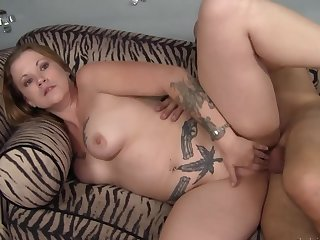 Blarney in the curvy tattooed milf makes her shed tears like a slut