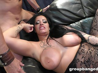 After drooling on a obese friend's cock Alessa Savage got her pussy fucked