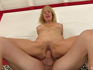 Hot mature reveals say no to slutty side in a perfect XXX