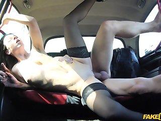 Her boyfriend has no tenet she's fucking with eradicate affect taxi driver