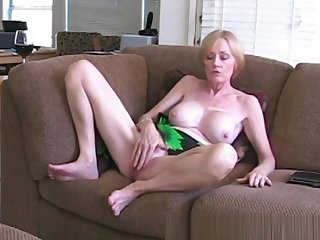 Amateur Granny Knows Despite that To Fuck Sweet