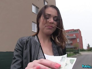 Dirty girl with a dimpled chin does the deed be advantageous to a ripping payment