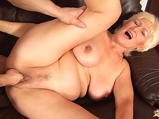 68 years old old woman rough fist fucked