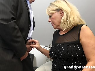 Amateur threesome at home with an experienced couple and a younger unfocused