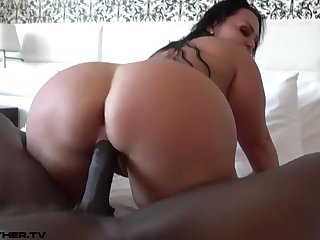 Huge Latina Bootie Bounces On Chunky Black Penis