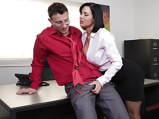 Insightful milf Veronica Avluv gets fisted and fucked