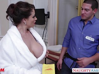 House-servant enjoys shagging hot mom's friend Eva Notty