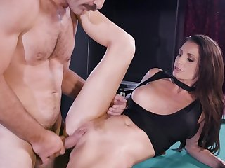 Unsatisfied abstruse MILF cheats on husband with sound guy