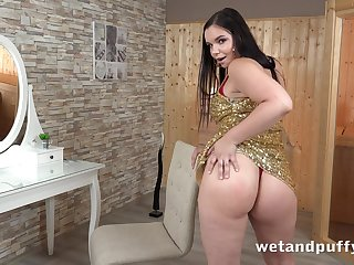 That's a real woman and Sofia Lee loves toying her pussy when she's horny